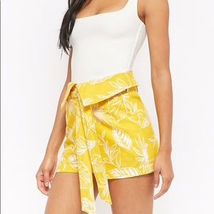 Forever 21 Leaf Print Fold over Shorts